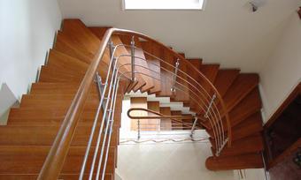 Деревянные и больцевые лестницы