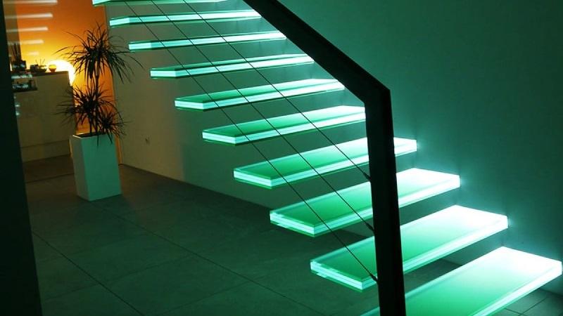 Возможности стекла в изготовлении лестниц
